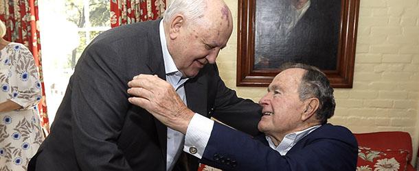 Gorbaciov si Bush la o intalnire recenta, sigur au avut ce amintiri depana